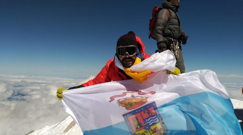 Un guiense corona el Monte Elbrú, el pico más alto de Europa