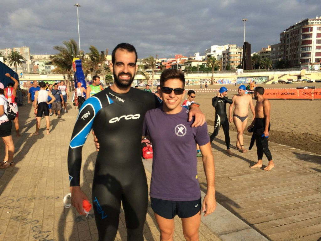 Dani con su primo Gustavo Mendoza.