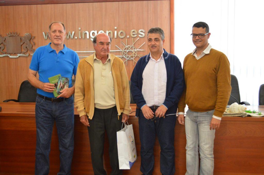 Luis Miguel Arencibia, presidente de Los Mayordomos de la Fiesta de Las Marías, con Cirilo Sánchez y Christopher Rodríguez